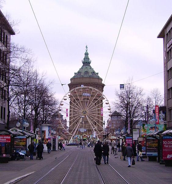 Heidelberger Straße mit Wasserturm